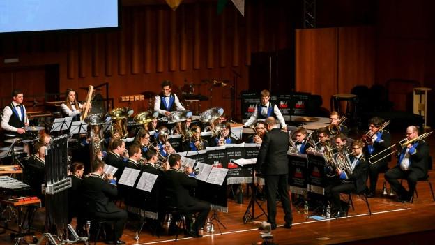 Die Brass Band Berner Oberland am Schweizerischen Brass Band Wettbewerb 2017 in Montreux.