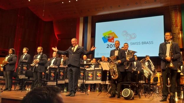 Die Valaisia Brass Band nach ihrer Aufführung des Teststücks Höchstklasse am Schweizerischen Brass Band Wettbewerb 2019 in Montreux.