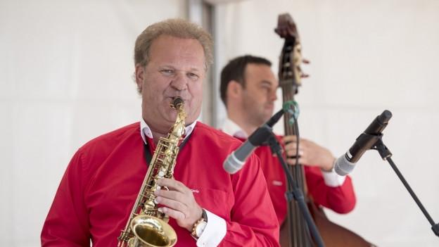 Carlo Brunner spielt Saxophon.