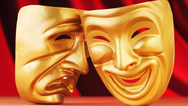Lachende und wütende Masken in Gold.