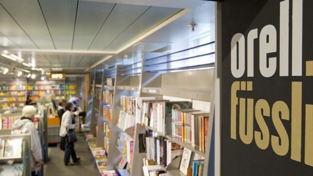 Einblick in einen Orell Füssli Bücherladen in Zürich.