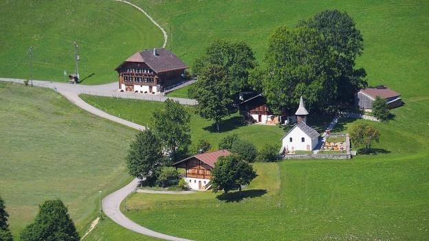 Der Hauptweiler mit Kirche von Abländschen.