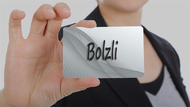 Familienname Bolzli steht auf einer Tafel.