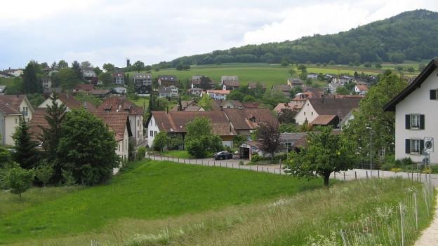 Ansicht von Erlinsbach, vorne der aargauische, hinten der solothurnische Teil.
