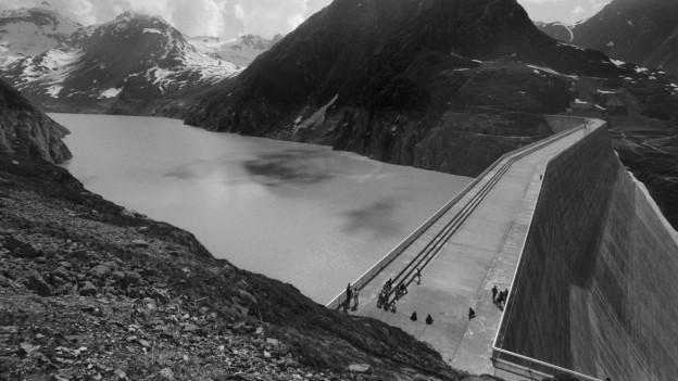 Der Lac des Dix und die Staumauer Grande Dixence im Jahr 1986.