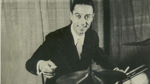 Junger Mann am Schlagzeug.