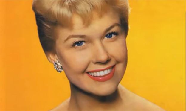 Bild von Doris Day auf gelbem Hintergrund.
