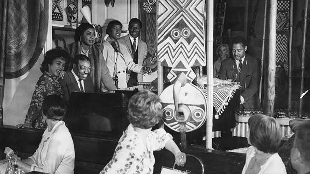 Duke Ellington spielt mit seiner Band im Jazzclub Africana in Zuerich, aufgenommen um 1960.