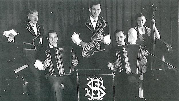 Eine Musikformation auf einer alten Fotografie.