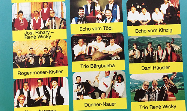 Viele Fotos von Formationen auf einem CD Cover.