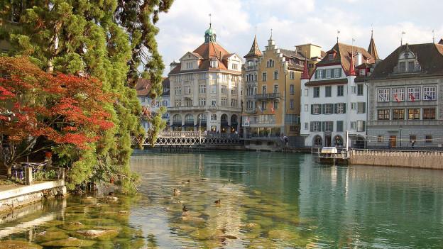 Die Reuss fliesst durch Luzern.
