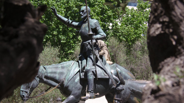 Ritterstatue auf Pferd.