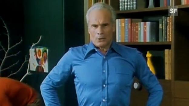 Jack Günthard steht im blauen Hemd vor der Kamera.