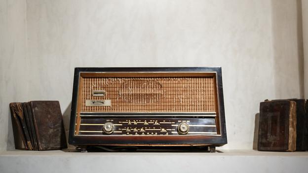 Ein altes Radio aus den 50er-Jahren.