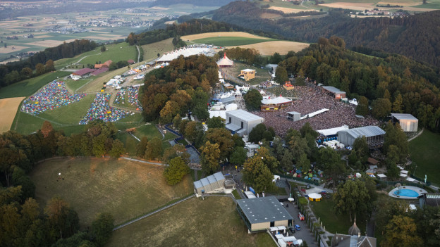 Luftaufnahme des Gurtens während des Gurtenfestivals.