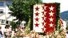 Das Walliser Wappen geformt aus 10'000 Blumen.