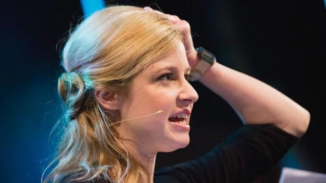 Lara Stoll rächt sich an ihren Coiffeusen - lara_stoll%401x