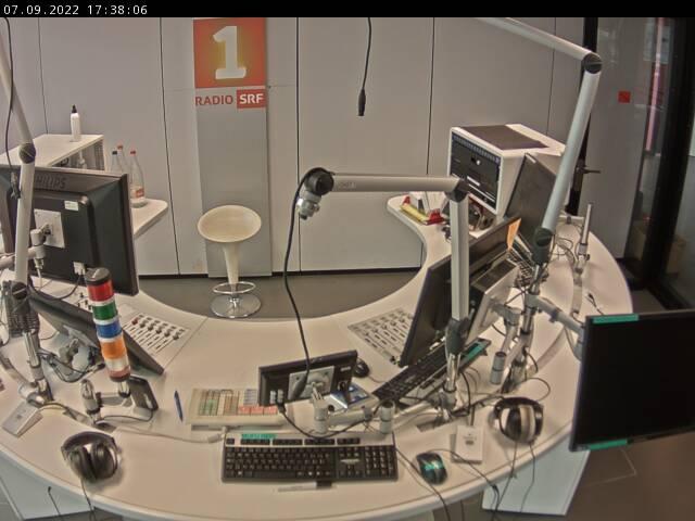 Hier sehen sie ein aktuelles Bild der Webcam Radio SRF 1 – Kamera 1 Studio
